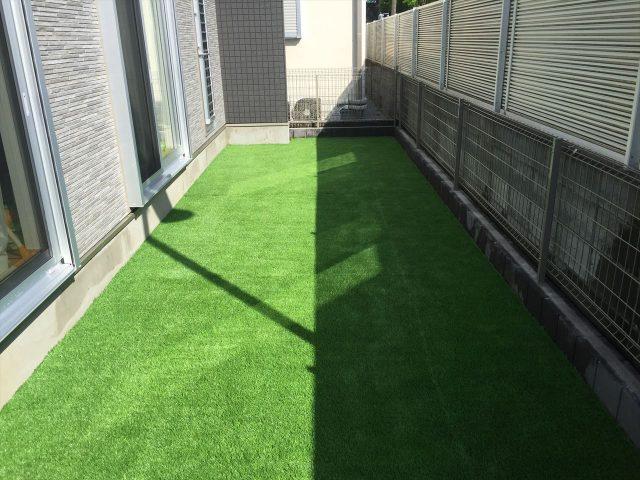 個人宅に敷かれた人工芝