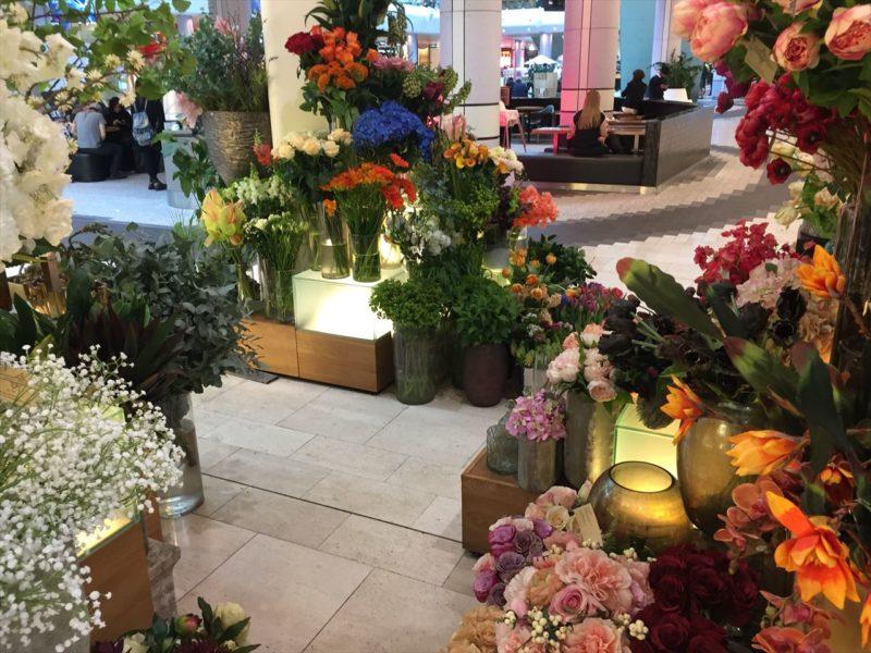 広いスペースの花屋