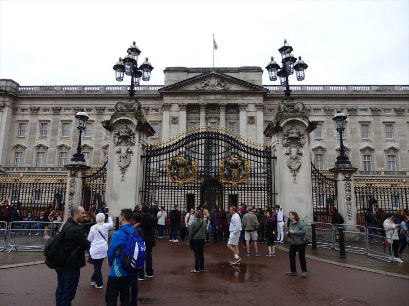 イギリスのバッキンガム宮殿入り口