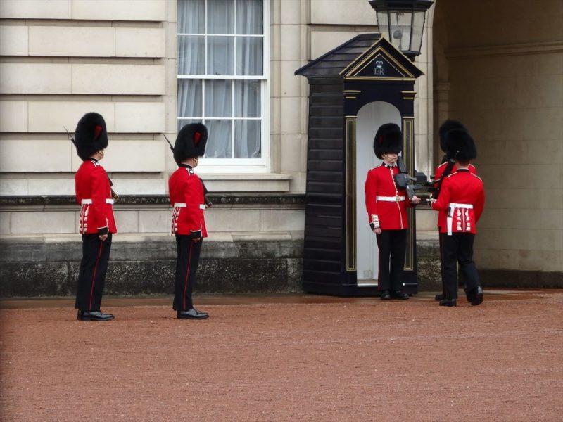 バッキンガム宮殿の兵隊の交代式