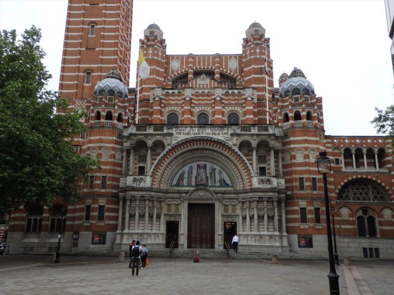 レンガで出来たイギリスの大聖堂