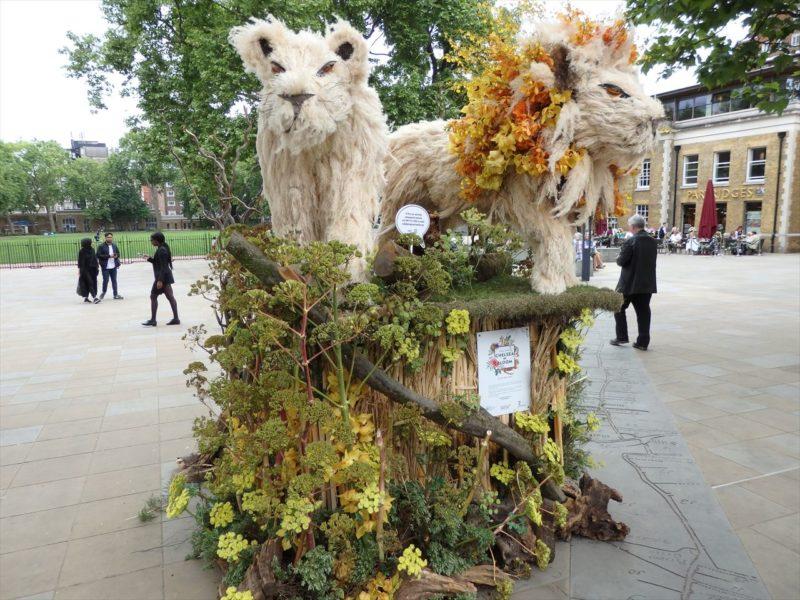 チェルシーガーデンショーの日に飾られた動物のガーデンオブジェ