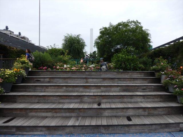睡蓮の庭への入り口階段