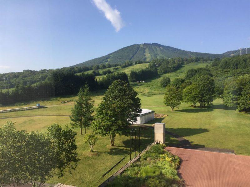 有名なスキーホテルの眺め
