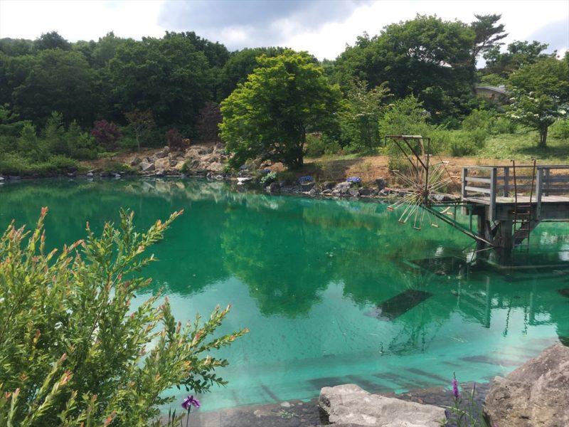 施工途中の池