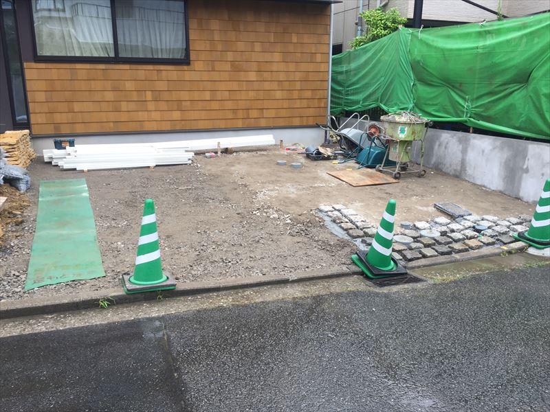 施工途中のおしゃれな庭