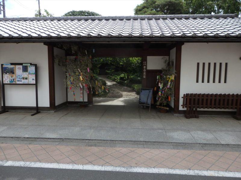 豊島区の住宅地にある庭園入口