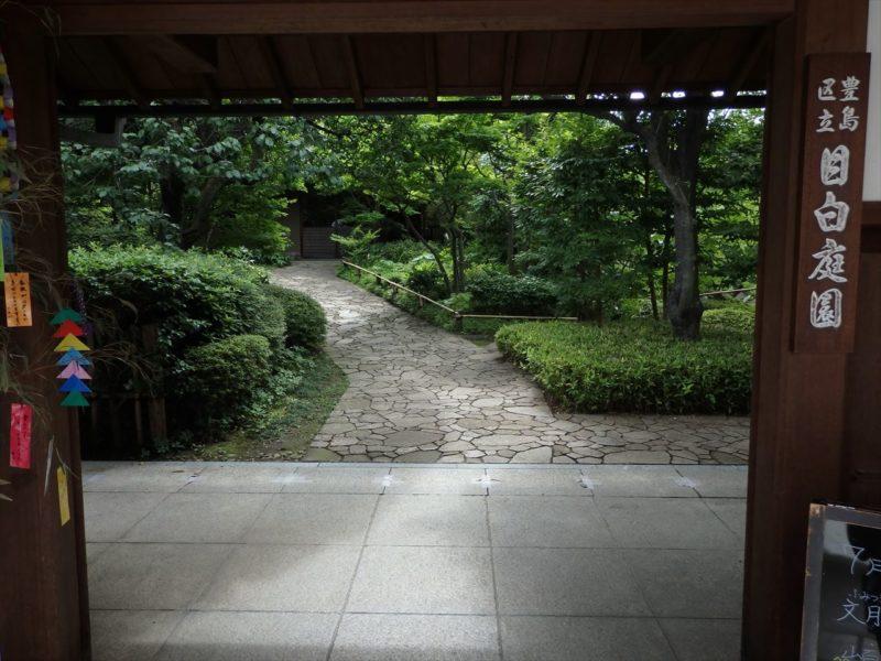 人気庭園の日本画みたいな入り口