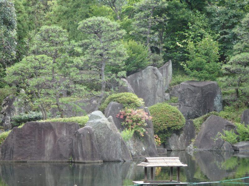 池の石組み