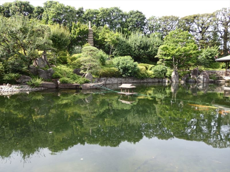 赤鳥庵から見た池の対岸