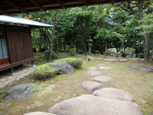 主庭の左側