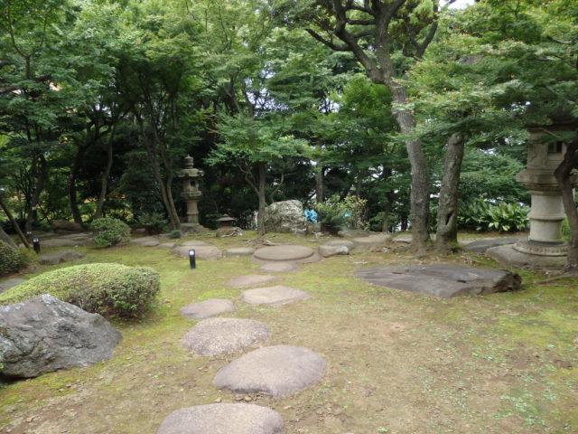 カッコイイ主庭の石畳