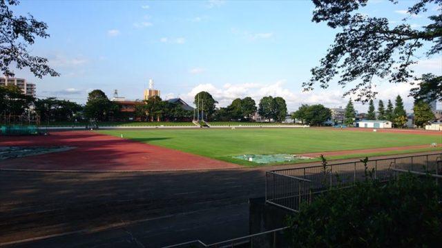 改修される前の富士森公園の陸上競技場