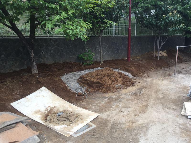 おしゃれな石組み花壇を施工する準備