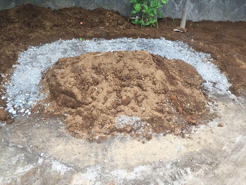 花壇のための石組みの準備