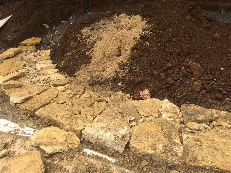 基礎となる石組みの一段目