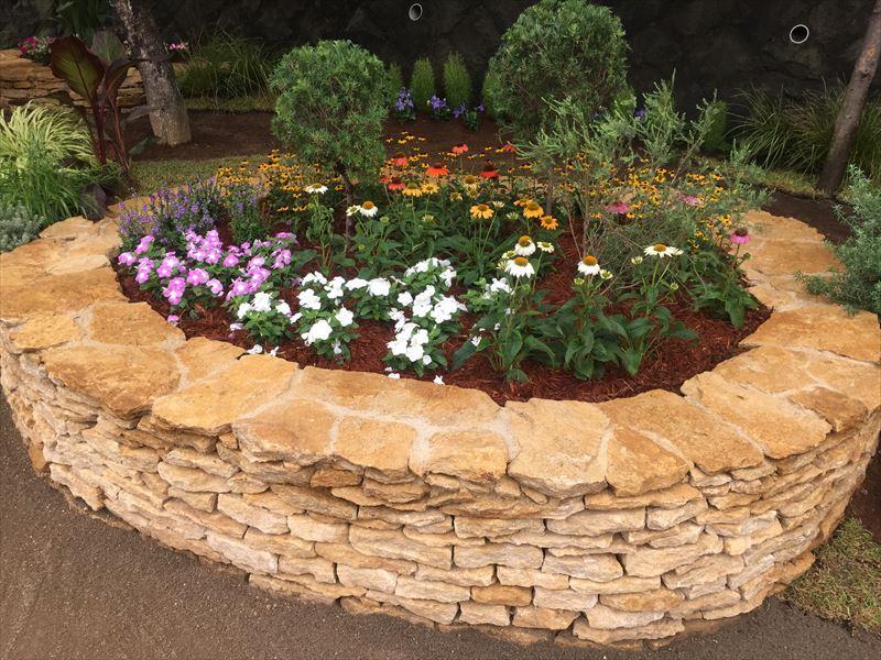 完成したイギリス式の花壇