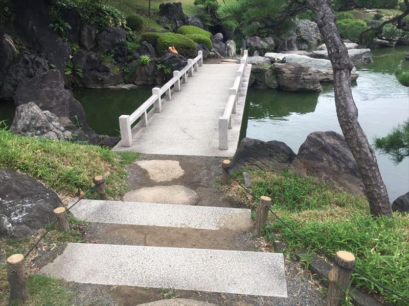 少し近代的な石橋