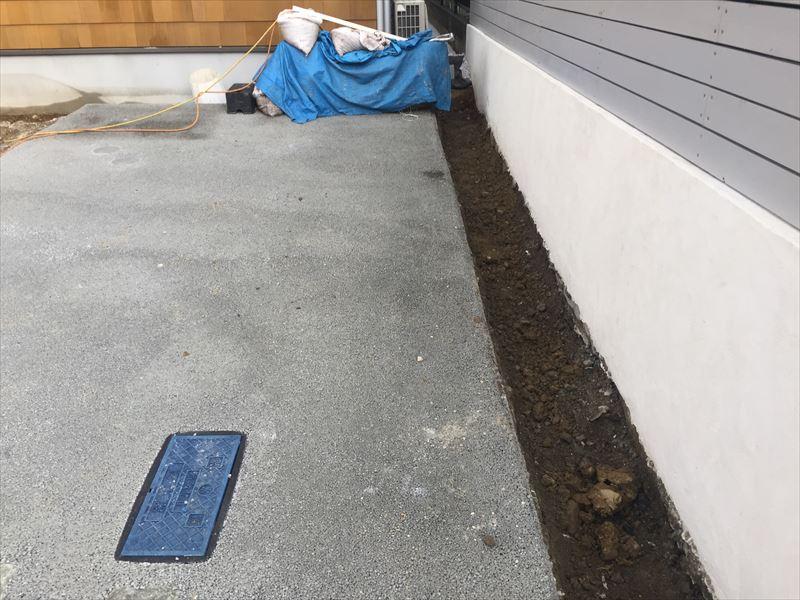 駐車場の横は植栽スペース
