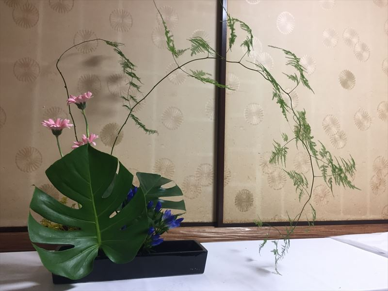 先生に一瞥されてあっという間に解体された生け花