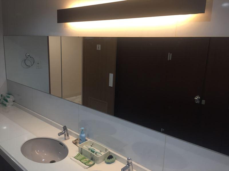 ライトで変わる洗面所