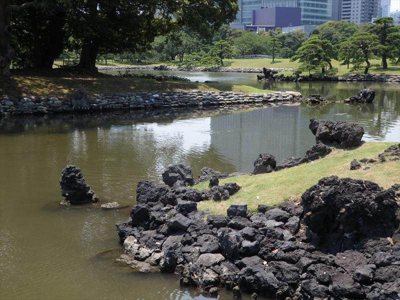 奥へつづく川の流れのような水路