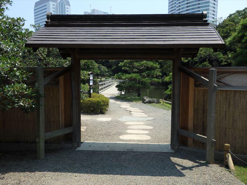 御茶屋への入り口の門