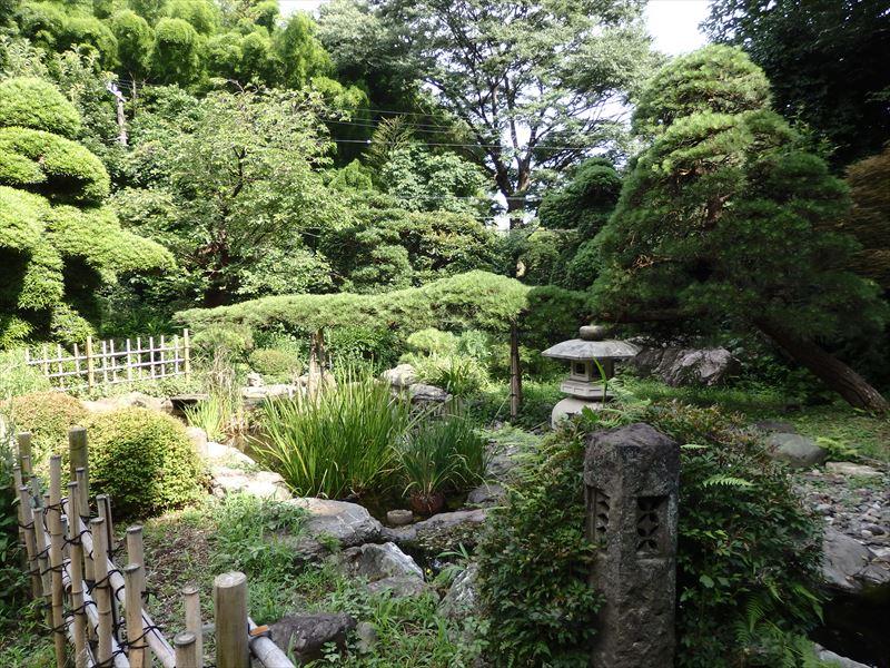 大きなお屋敷の和庭園