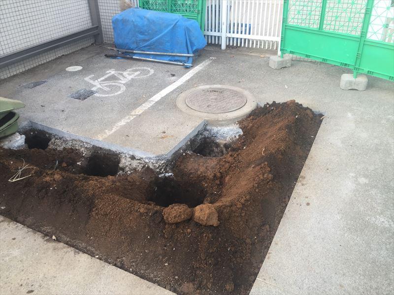 柱の基礎を立てるための掘削