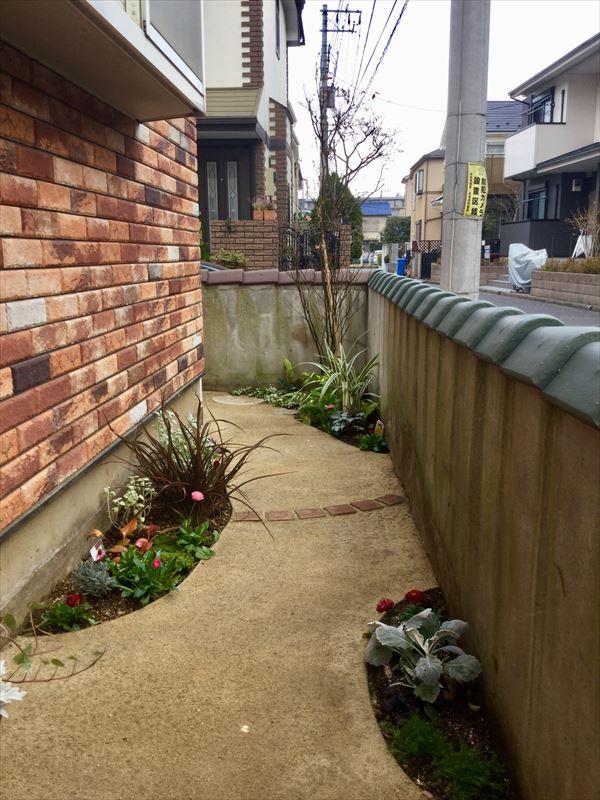 マサド舗装と円形花壇のマッチング