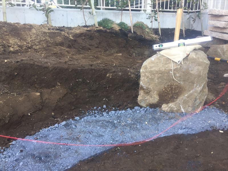 石積みの準備段階が終了したところ