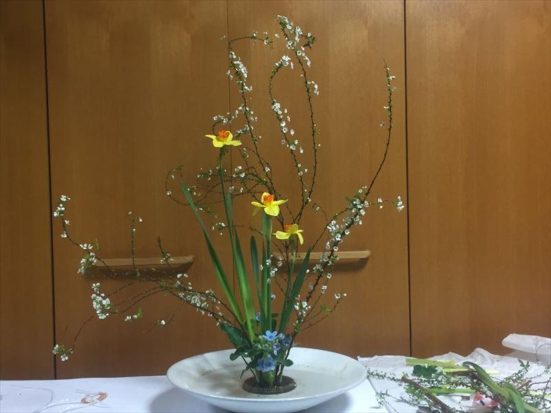 2018年の初めてのいけばなはリハビリの自由花