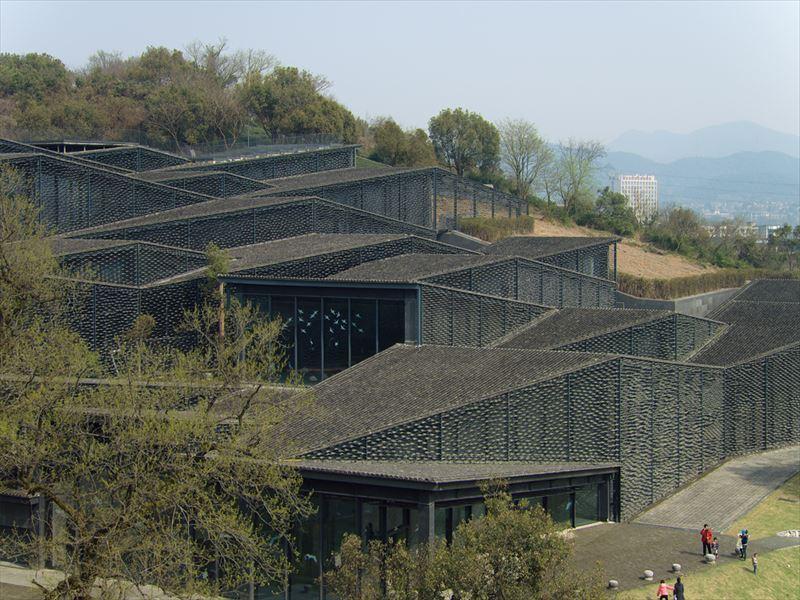隈研吾が瓦の新しい使い方を見せた中国芸術学院民芸博物館