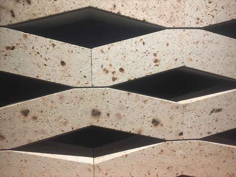 建築材として金属と大谷石のコラボレーションからうまれた壁材