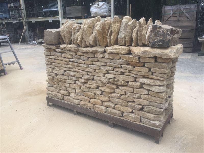 セメントを一切使わない空積みで積んだ石積み