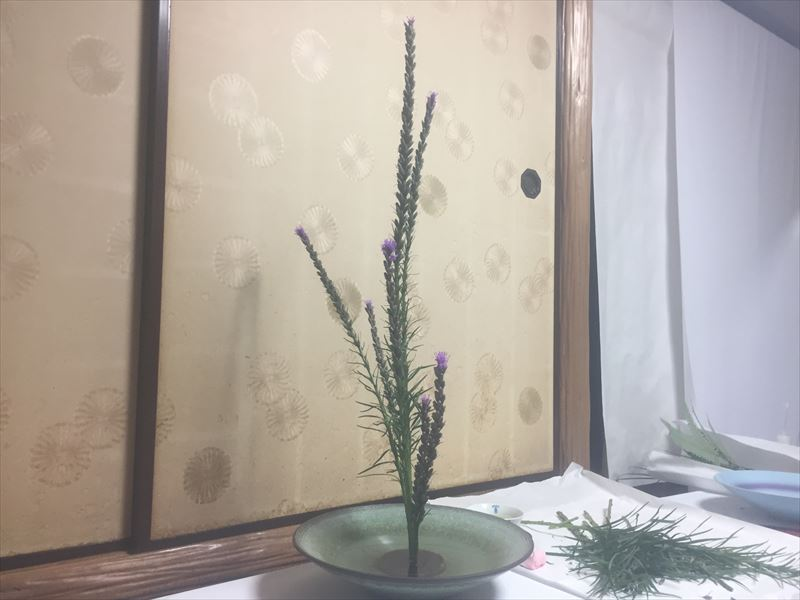 思い出しながらいけたリアトリスの生花