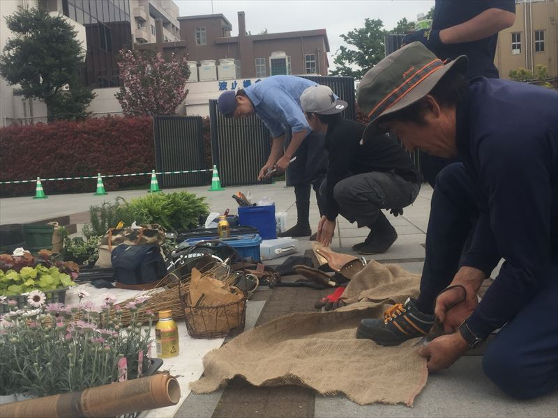 ガーデンの小道具を制作して設置します