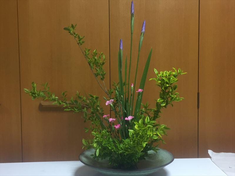 5月の季節の花材を使った自由花