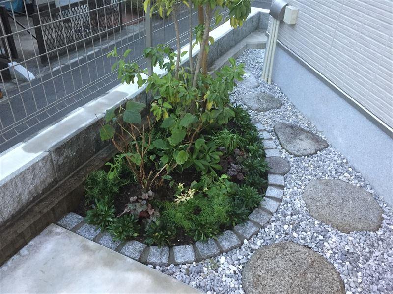 お客様のご希望で制作した花壇スペース