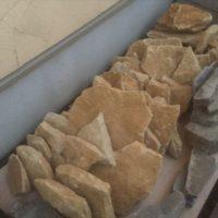 石積みのために並べられたコッツウォルズの砂岩