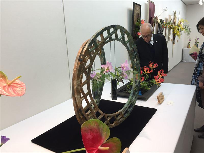 とても自由な発送でデザインされた池坊自由花の作品