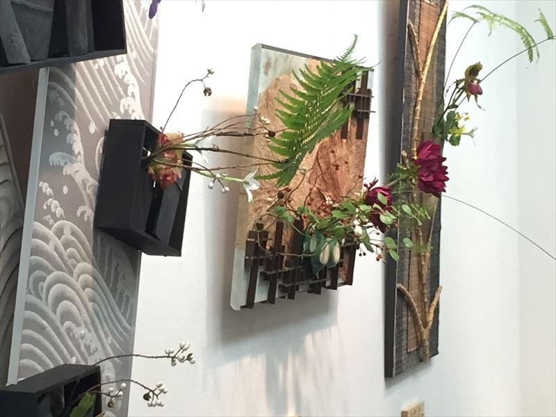 銀座で開催されたとてもポップな目黒区の池坊の先生の作品