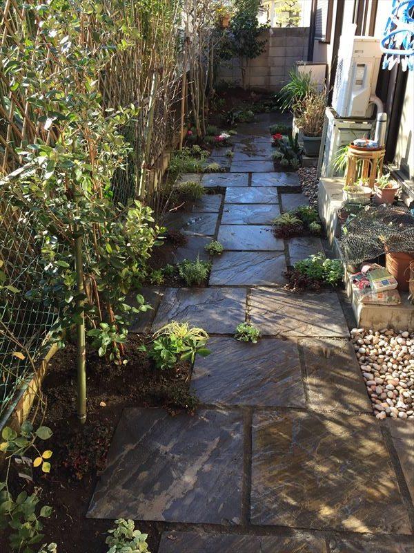難しいですが植物を移植することでお庭を整理