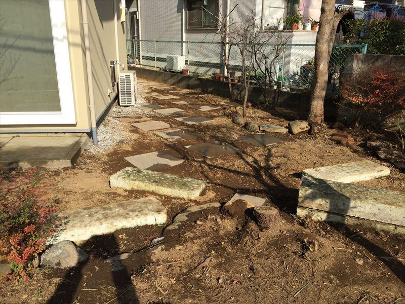 二つの種類の石を使ったお庭づくり