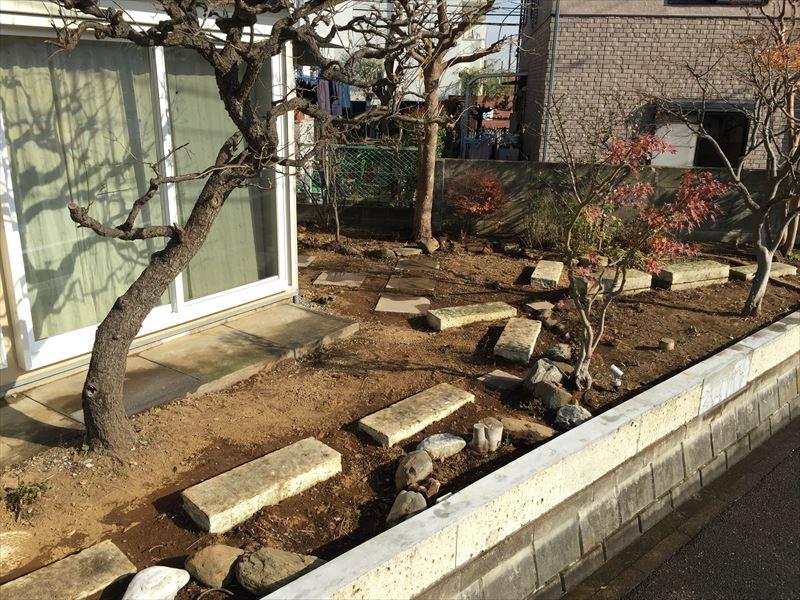 植物を植えるためにキレイに整ったお庭