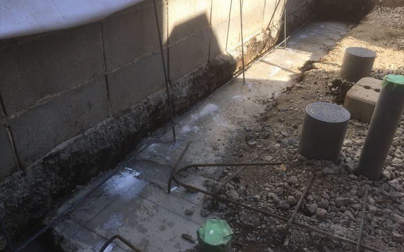 寒い時期に行うコンクリート打設は凍結防止の不燃布をお布団にする必要がある