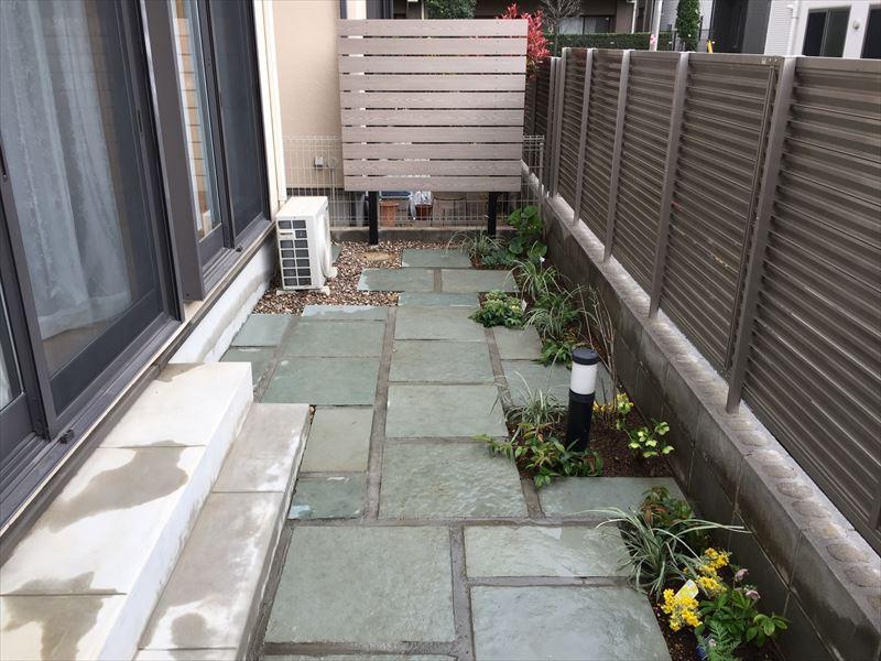 青い石の路盤を新規せ設置施工したさいたま市中央区の現場写真