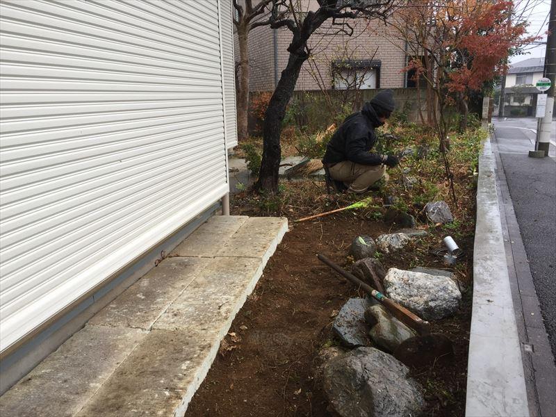 庭のリガーデンを行う際に施工される既存の庭の解体