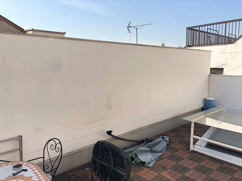 壁面プランターを設置する前の3階の屋上の様子