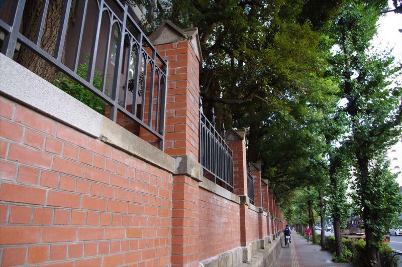 一般住宅の塀としてのレンガ